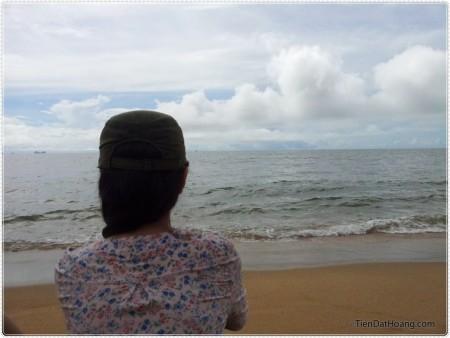 Trong một hồi bối rối với bãi biển, Quỳnh đã bị mình tóm gọn với bức ảnh này
