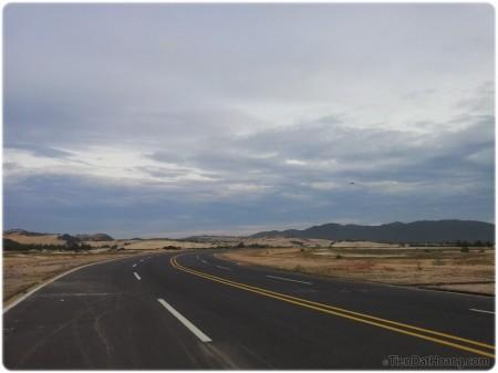 Từ một con đường to hơn quốc lộ…