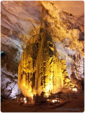 """Khối nhũ """"khủng"""" nhất ở Động Phong Nha, có một chỗ lấm tấm như ánh kim cương."""
