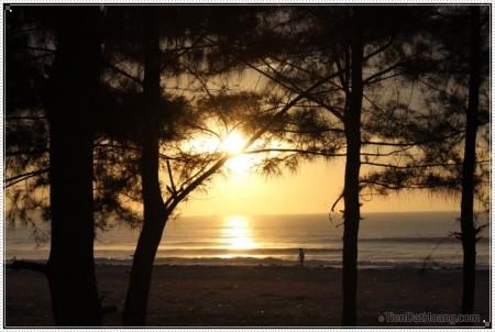 Bình minh ở Bãi biển Mỹ Khê – Quảng Ngãi.