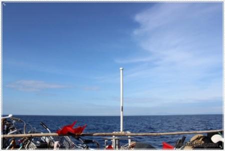 Cảnh Titanic hướng về đất liền, nhưng thiếu một đôi tình nhân.