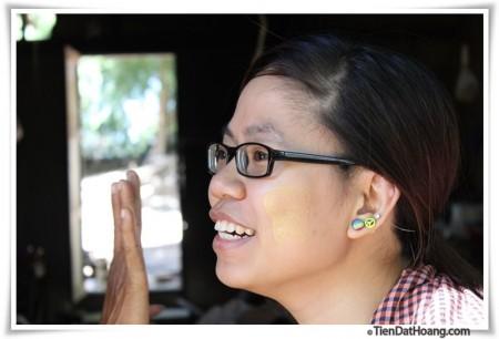 Thanaka của một cô gái Burma?