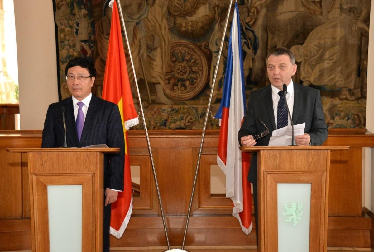 """Cựu Bộ trưởng Bộ ngoại giao Séc tuyên bố """"Việt Nam là tâm điểm của tội phạm có tổ chức. Quốc gia này đã trở thành một nguy cơ an ninh hàng đầu"""""""