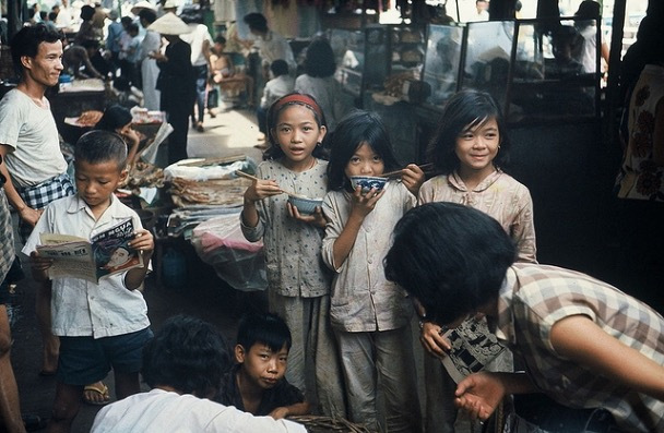 Trần Mộng Tú: Saigon tuổi thơ, kỷ niệm đồng tiền xé đôi thối lại