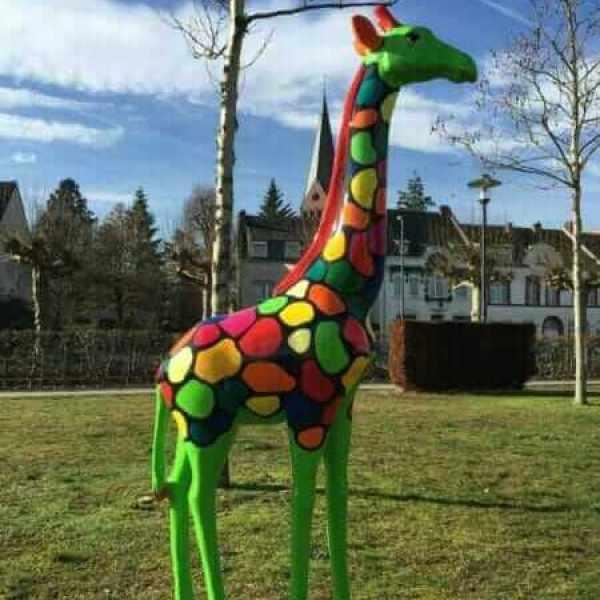 Bunte Deko Giraffe nach Kundenwunsch