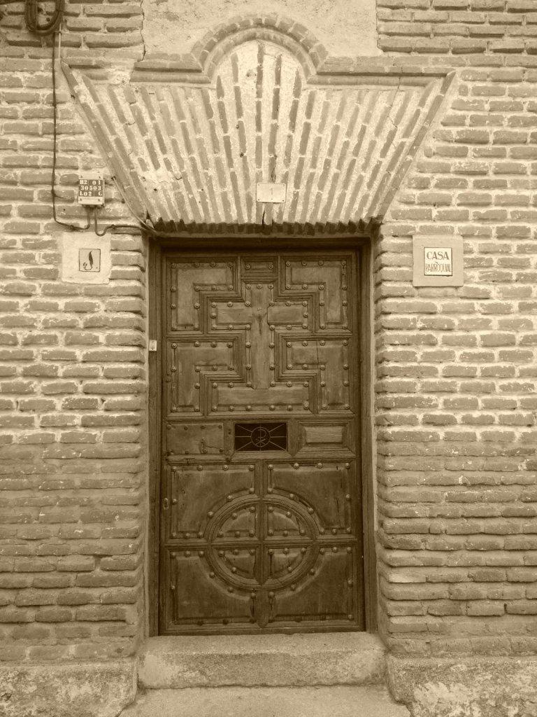 Puerta casa parroquial de San Martín de Pusa