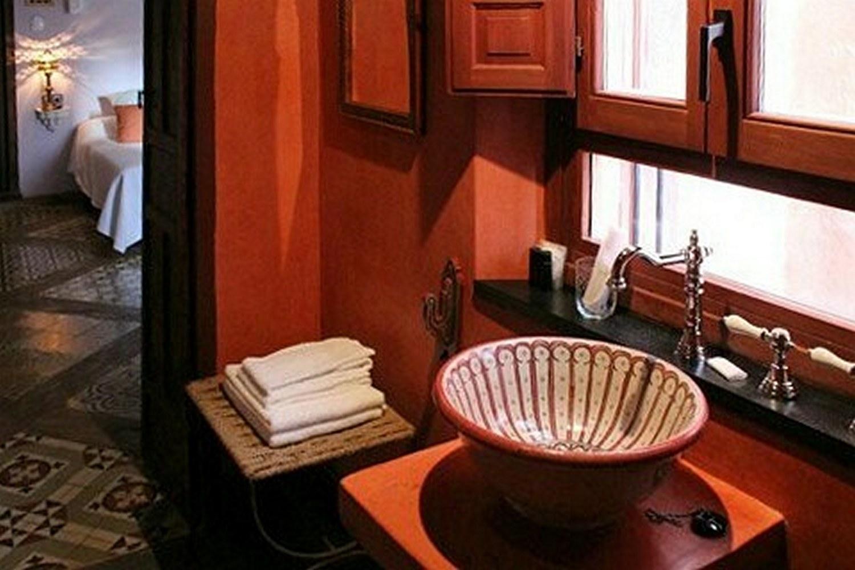 Tijdens je stedentrip in Extremadura verblijf je in een hotel in Cáceres met sfeervolle inrichting