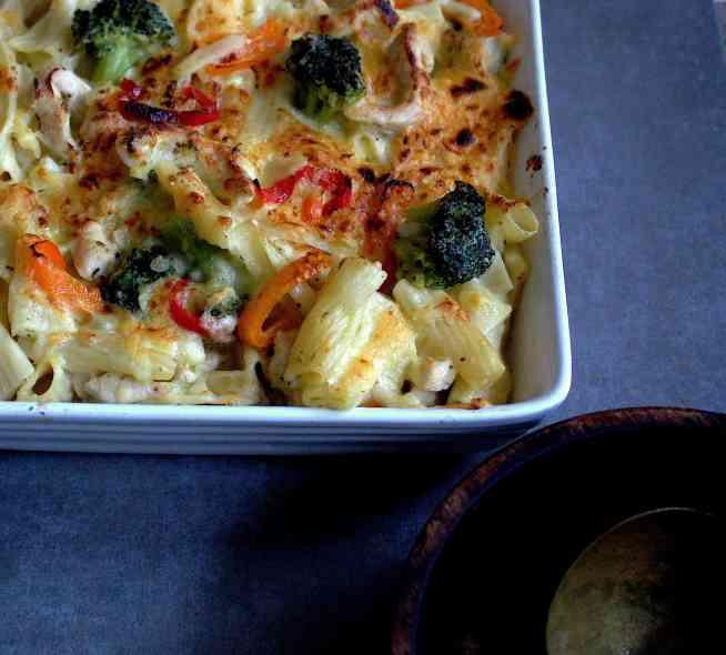 cheesy broccoli pasta bake