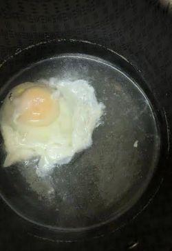Egg poaching in water
