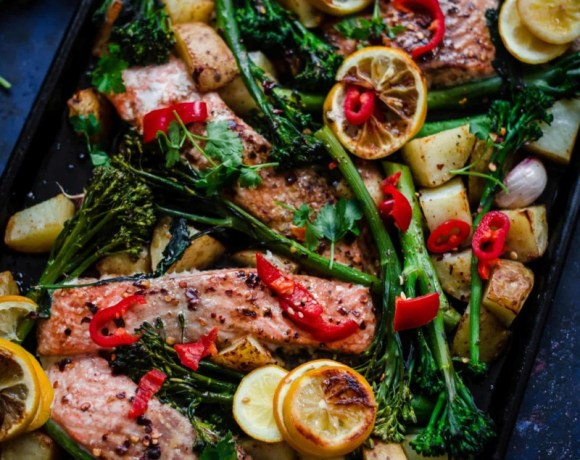 Salmon, brocolli and lemons in a tray