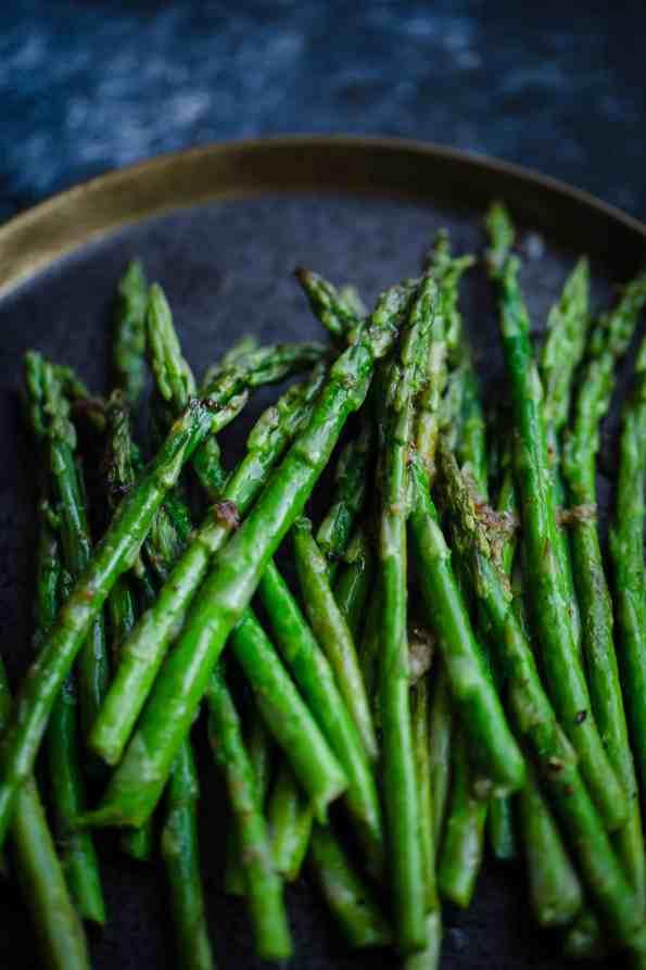 Air fryer Asparagus in a plate