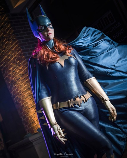 Batgirl cowl, belt, emblem and glove fins by Tiger Stone FX - worn by Whoa Nerd Alert - photo by Kryptic Frames (Sideshow Statue inspired)