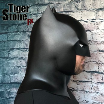 Capullo Batman cowl New 52 Rebirth Metal (side) - made by Tiger Stone FX