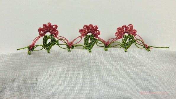 Sıralı Küçük Çiçek Motifli Yazma Kenarı
