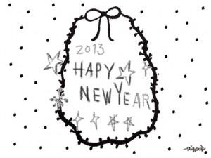2013 HAPPY NEW YEAR の手書き文字とリボンとドットのラベルのフリー素材:480×640pix