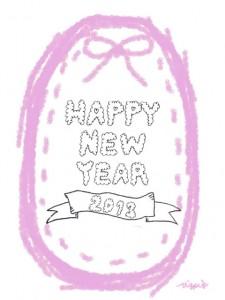 もこもこのHAPPY NEW YEAR 2013の手書き文字とピンクのリボンとステッチのラベル:480×640pix