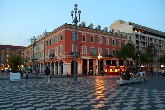 2 Weeks Italy France itinerary - Nice