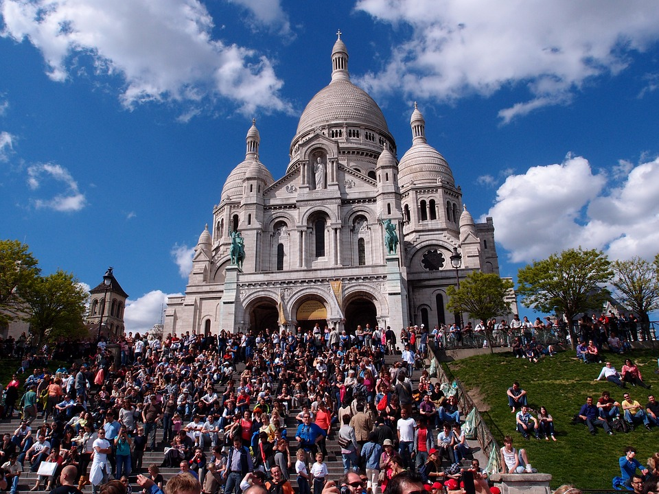 Tourist Traps in Europe - Paris