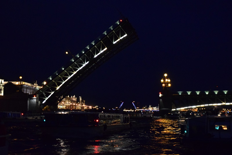 Drawbridges and canals Midnight cruise