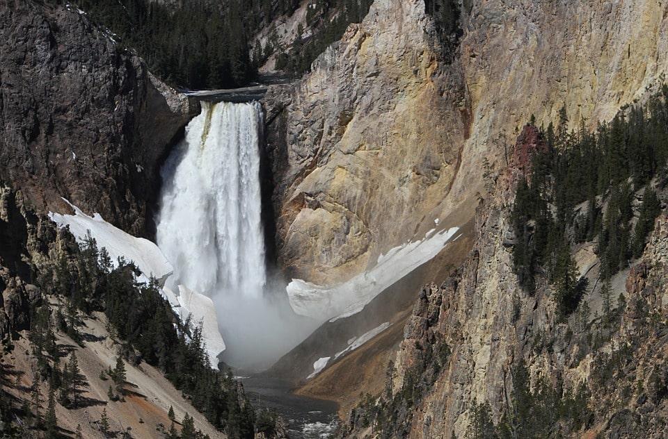 Yellowstone Itinerary 4 days lower falls