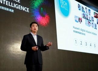 Vice-Presidente da Huawei Ken Hu discursando no TECH4ALL Summit