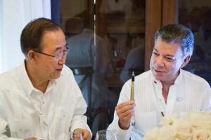 """President Santos gifts the Secretary-General  a """"pen like the one used to sign the peace agreement. In a symbolic gesture, the pens used to sign the historic peace deal, years in the making, have been made from recycled bullets once used in the conflict. An inscription on the side of the pens reads: """"Bullets wrote our past. Education, our future."""" Secretary-General Ban Ki-moon attends Luncheon hosted by Juan Manuel Santos, President of the Republic of Colombia"""