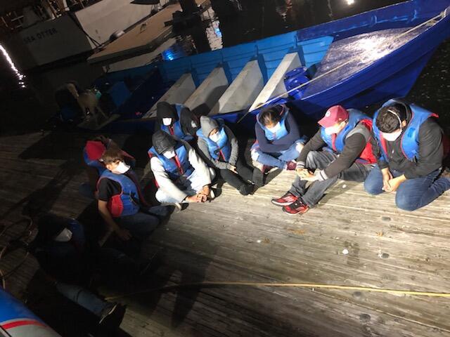 Detienen dos embarcaciones con contrabando humano