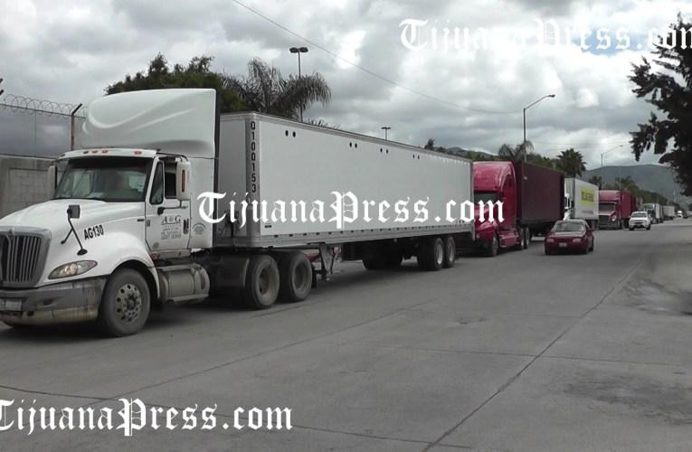 Transportistas tardan hasta 7 horas para llegar a la aduana de exportación