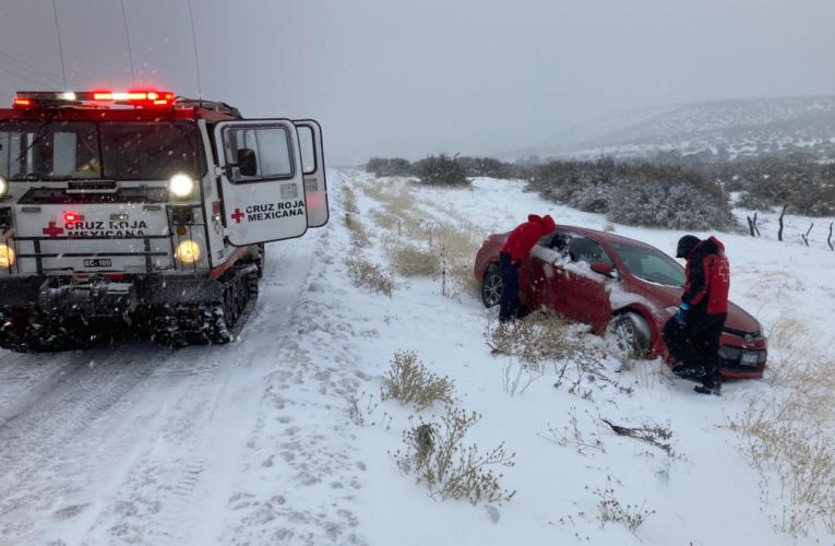 Sigue cerrada la carretera por la nevada