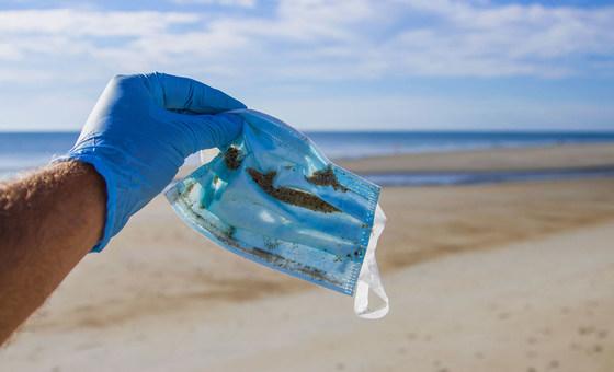 Cinco cosas que debes saber sobre las mascarillas desechables y la contaminación por plásticos
