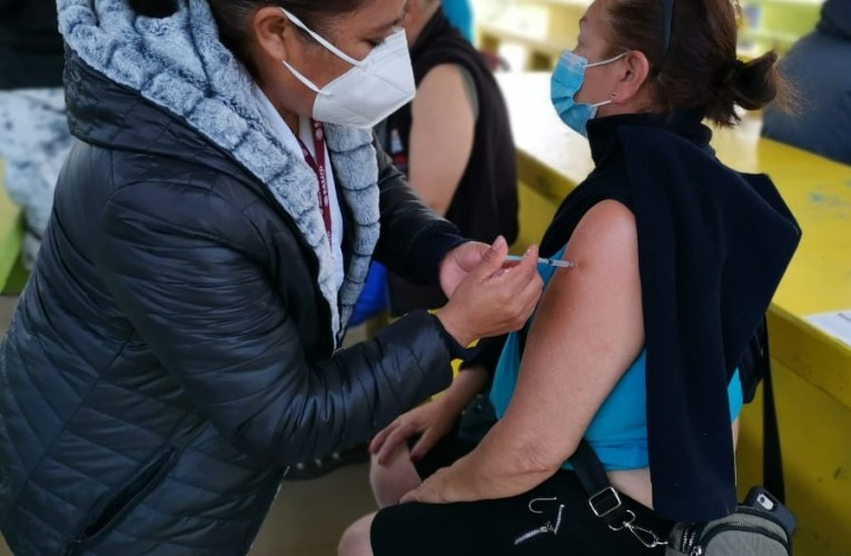 Hasta Camboya y Azerbaiyán superan a México en la vacunación