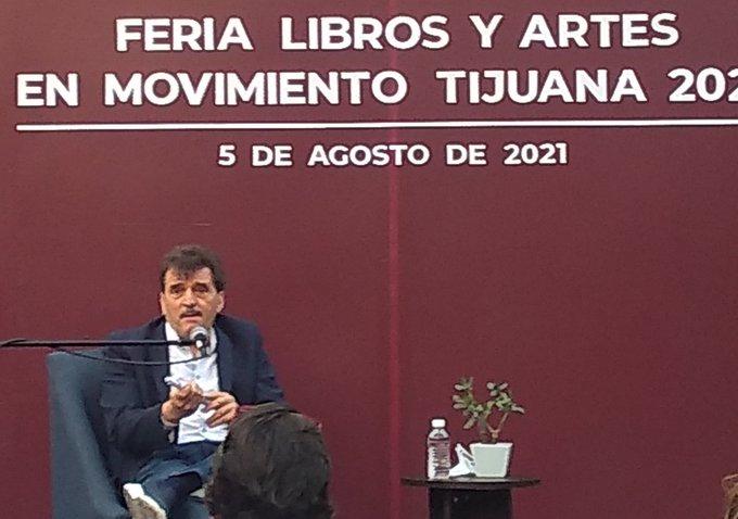 «Sigue habiendo periodistas venales» dice el escritor Enrique Serna