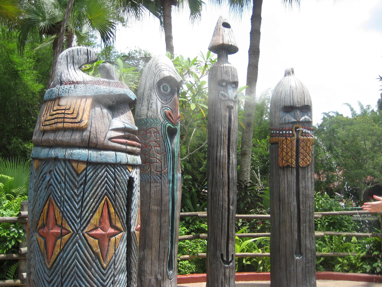 Tiki fountains in Florida
