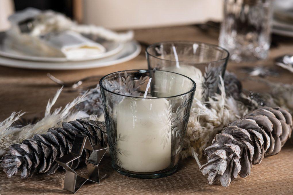 Tisch-Deko Adventszeit und Weihnachten: Teelichter und Stern-Ausstecher Frosty Xmas