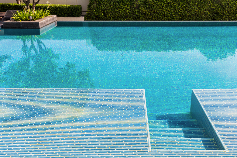 swimming pools tile cleaners
