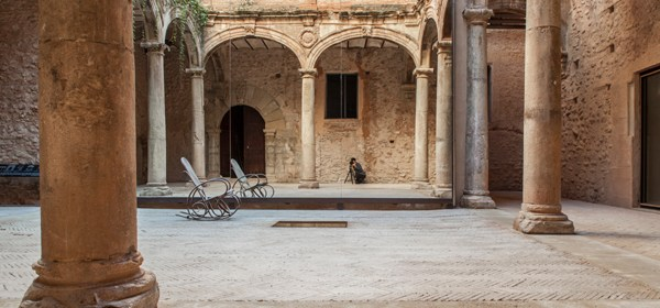 Tile of Spain Award winning project: Restoration of the Cloister at Betxí Castle by El Fabricante de Espheras studio. Photo: Milena Villalba.