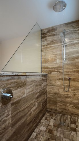 Cosme Travertine installed in a bathroom