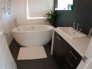 Jet Black Slate tile and Jet Black Slate Ledgestone installed in a bathroom