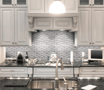 Jeffrey Court Duality Transitional Taupe Perfecta Blend installed as a kitchen backsplash