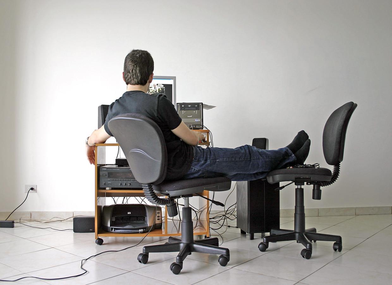 Man at a computer, Image by Maria Luisa Gutierrez