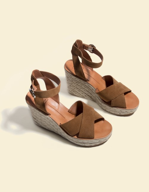 Dolce Vita Pellow Brown Suede Espadrille wedges are a great way to enhance your summer outfits.
