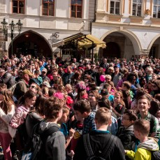 Crowds looking at the Astronomical Clock