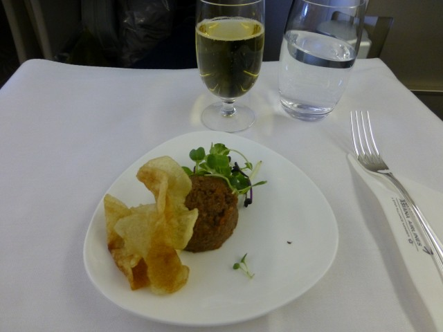 Hashed Beef with Baby Leaf and Potato Chips