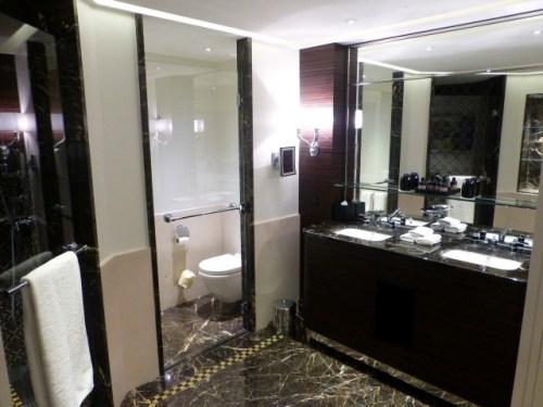 Prince de Gaulles Macassar Suite - WC and Vanity