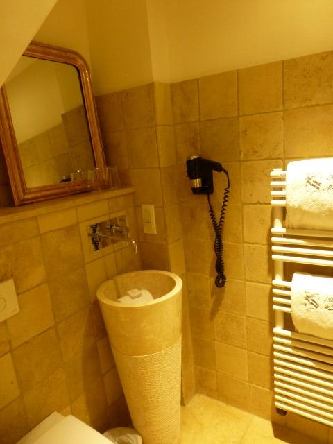 Bathroom sink in Abbaye de Maizieres