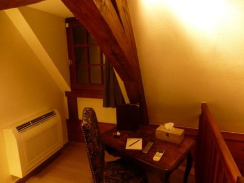 Bedroom writing area in Abbaye de Maizieres