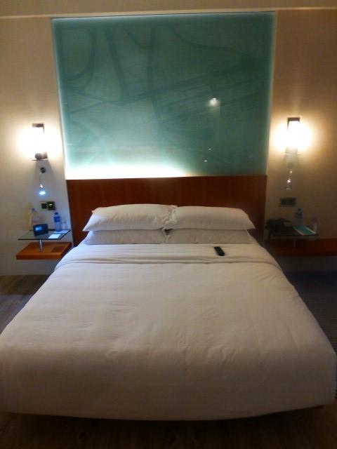 Main Guestroom - Le Méridien Cyberport