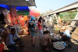 Markttreiben auf der Brücke