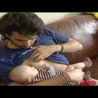 Homem tentou amamentar filho