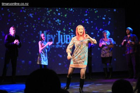 hey-jude-the-musical-0063